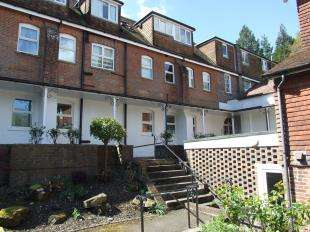 2 Bedrooms Flat for sale in Southover Place, Spring Lane, Burwash, Etchingham