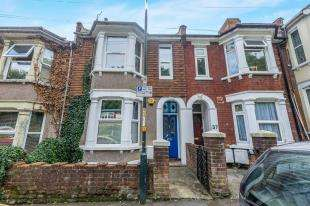 3 Bedrooms Terraced House for sale in Boundary Road, Chatham, Kent