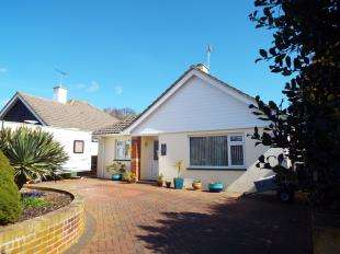 3 Bedrooms Bungalow for sale in St. Marys Close, Bognor Regis, West Sussex