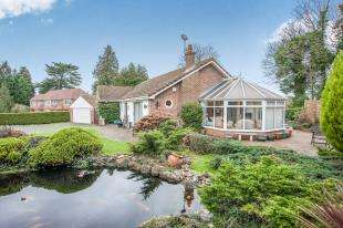 4 Bedrooms Bungalow for sale in Priory Close, East Farleigh, Maidstone, Kent