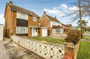 3 Bedrooms Detached House for sale in Littlestone Road, Littlestone, New Romney, Kent