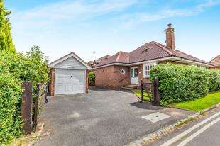 4 Bedrooms Bungalow for sale in Weald View, Barcombe, Lewes, East Sussex