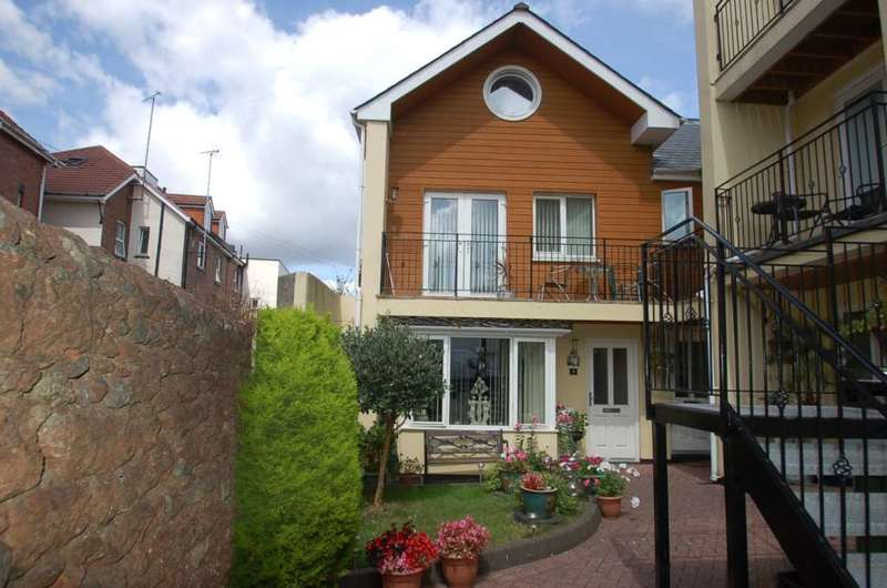 3 Bedrooms End Of Terrace House for sale in Curledge St, Paignton