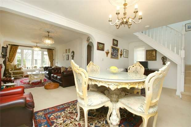 3 Bedrooms Semi Detached House for sale in Silverdale Court