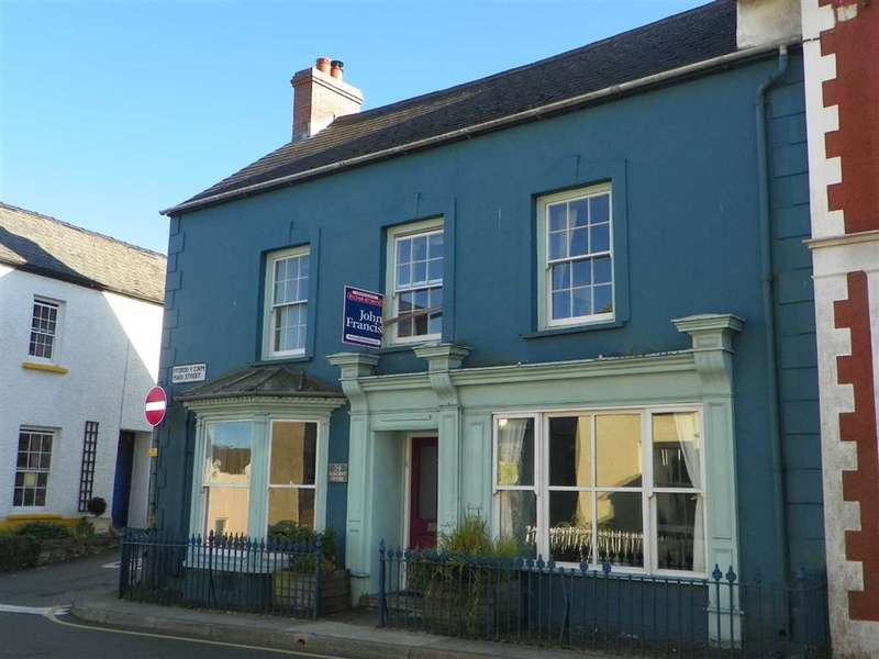 3 Bedrooms End Of Terrace House for sale in Main Street, Fishguard