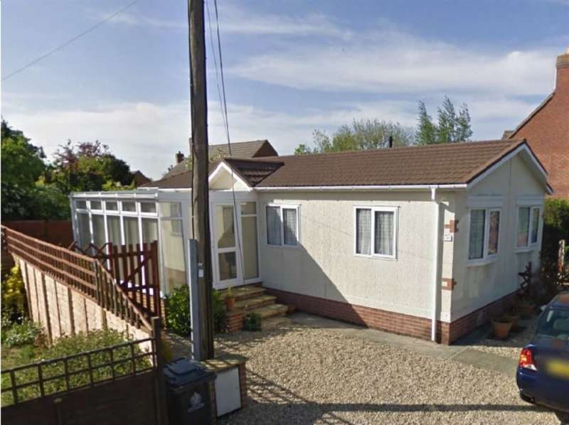 2 Bedrooms Property for sale in Orchard Park, Green Lane, Hucclecote, Gloucestershire, GL3 3RW