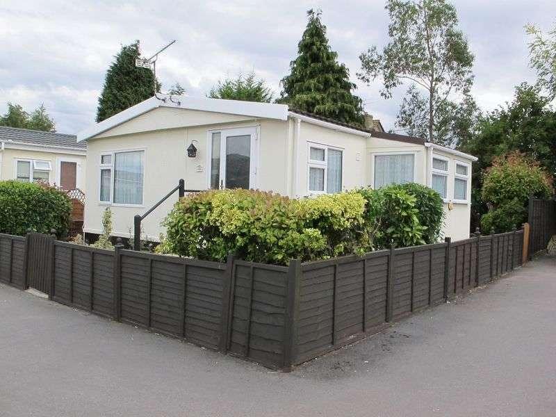 2 Bedrooms Detached Bungalow for sale in Beverley Hills Park, Amesbury