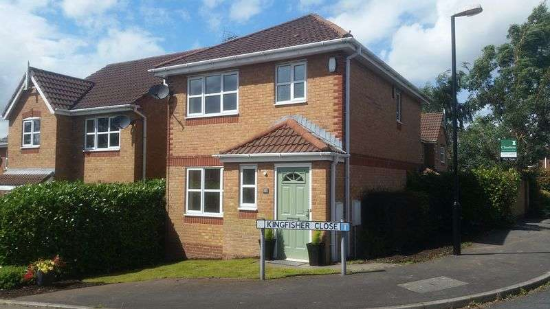 3 Bedrooms Detached House for sale in Kingfisher Close, Chorley