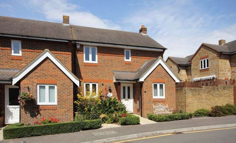 3 Bedrooms Terraced House for sale in Farm Lane, Christchurch
