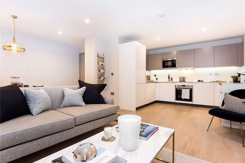 3 Bedrooms Flat for sale in Singapore Road, Ealing, W13
