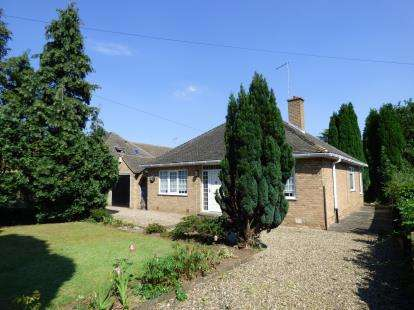 2 Bedrooms Bungalow for sale in Leicester Road, Narborough, Leicester, Leicestershire