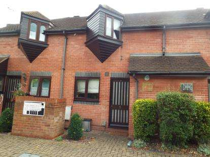 2 Bedrooms Terraced House for sale in Beecholm Mews, Cheshunt, Waltham Cross, Hertfordshire