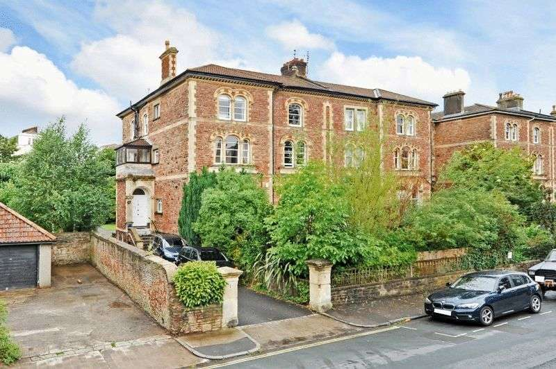3 Bedrooms Flat for sale in Apsley Road, Clifton