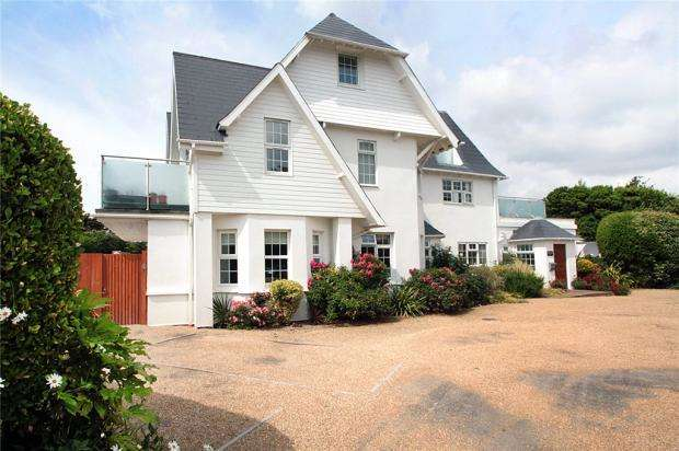 2 Bedrooms Apartment Flat for sale in Seascapes, South Strand, East Preston, West Sussex, BN16