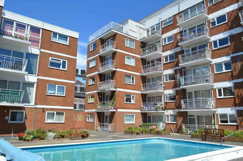 2 Bedrooms Flat for sale in Leventhorpe Court, Gosport