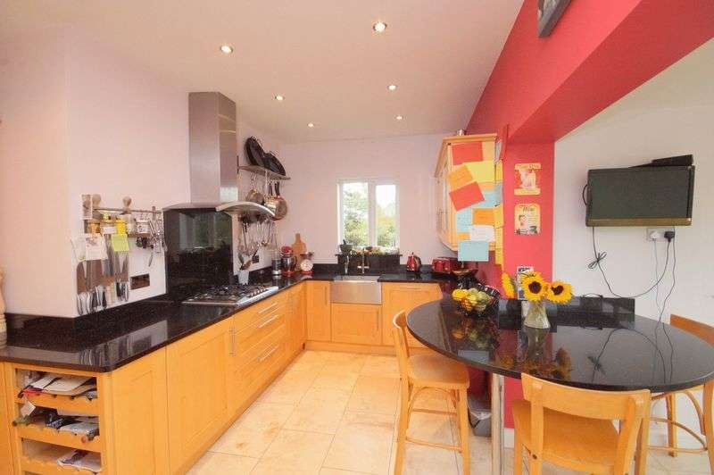 4 Bedrooms Detached Bungalow for sale in ROB LANE, NEWTON-LE-WILLOWS