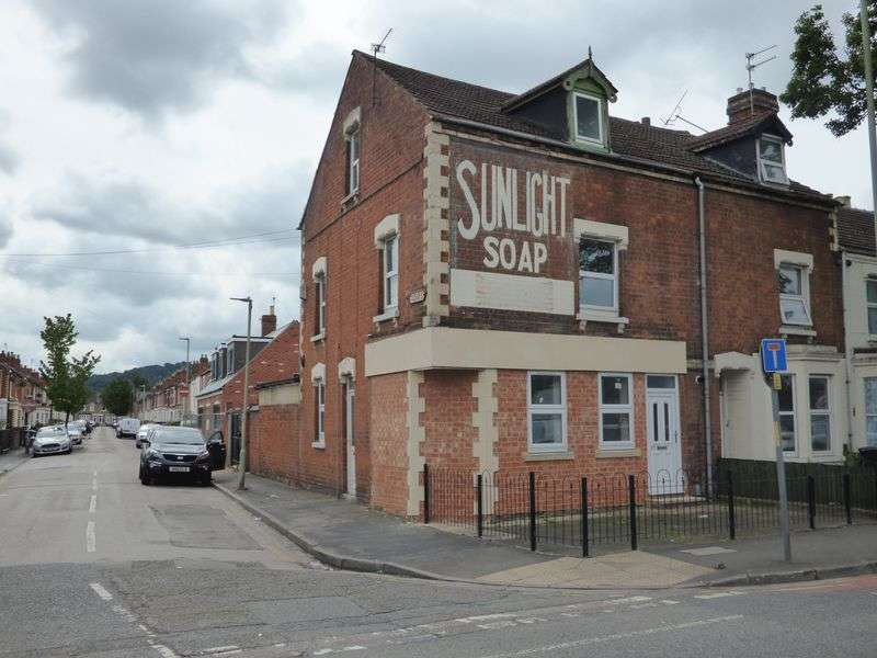 4 Bedrooms House for sale in Bristol Road, Gloucester