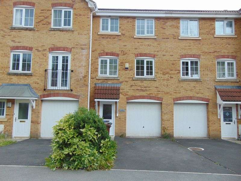 3 Bedrooms House for sale in Tunstall Close, Bury, BL9 9GN