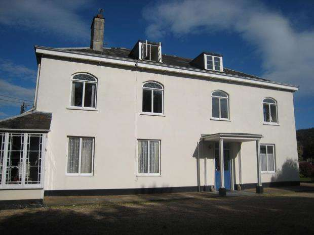 4 Bedrooms Maisonette Flat for sale in Flat 4 Livonia House, Sidford Road, Sidmouth, Devon