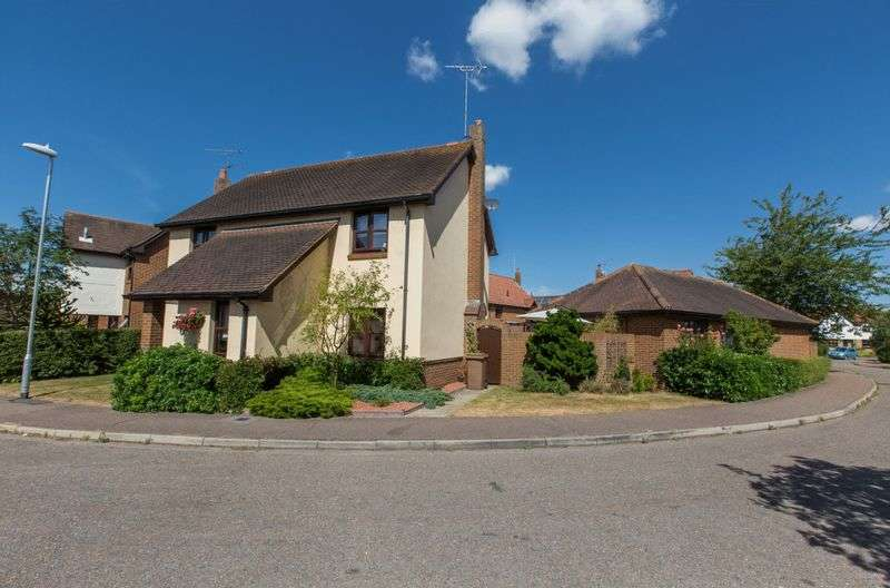 4 Bedrooms Detached House for sale in Bressingham Gardens, Chelmsford