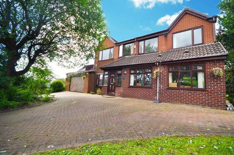 4 Bedrooms Detached House for sale in Enfield Close, Rochdale