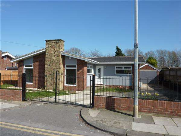 3 Bedrooms Detached Bungalow for sale in HEREFORD AVENUE, GRIMSBY