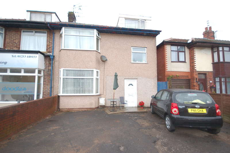 4 Bedrooms Semi Detached House for sale in Newhouse Road, Blackpool