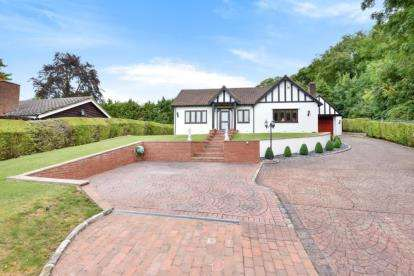 4 Bedrooms Bungalow for sale in Stonehouse Road, Halstead, Sevenoaks, Kent