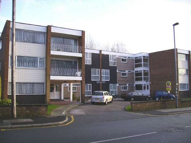 2 Bedrooms Flat for sale in Park Lane Court, Park Lane, Whitefield, Manchester