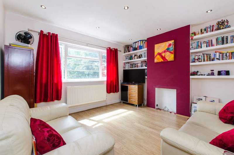 2 Bedrooms Flat for sale in Poynders Court, Clapham, SW4