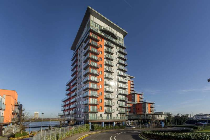 2 Bedrooms Flat for sale in Mast Quay, Woolwich, SE18