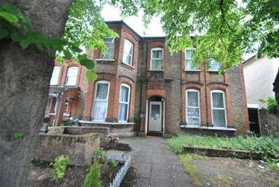 2 Bedrooms Flat for sale in Mansfield Road, Ilford