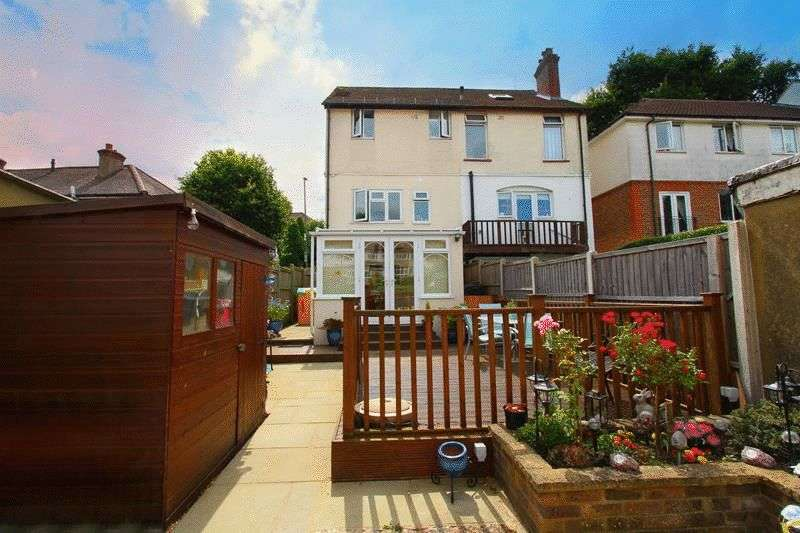 3 Bedrooms Semi Detached House for sale in Banstead Road, Caterham