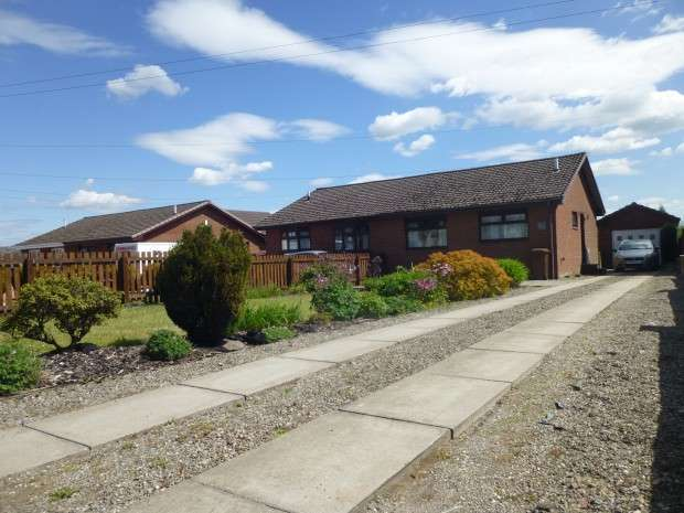 2 Bedrooms Bungalow for sale in Greengairs Road, Greengairs, Airdrie, ML6