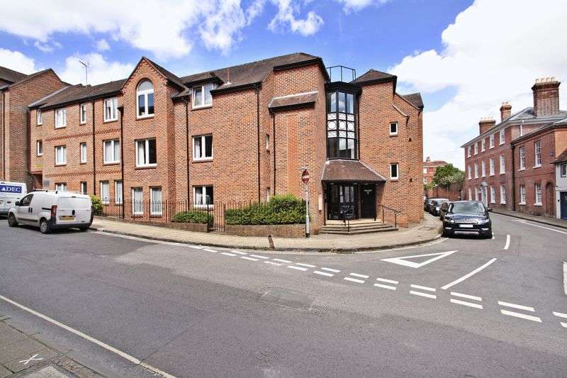 2 Bedrooms Flat for sale in St. Swithun Street, Winchester