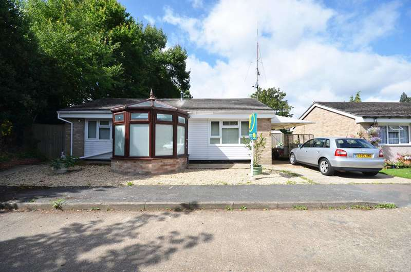 2 Bedrooms Bungalow for sale in Sutton Avenue, Woking, GU21