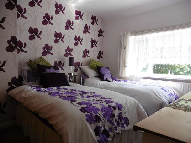 3 Bedrooms Semi Detached House for sale in Shaftesbury Avenue, Folkestone, Kent