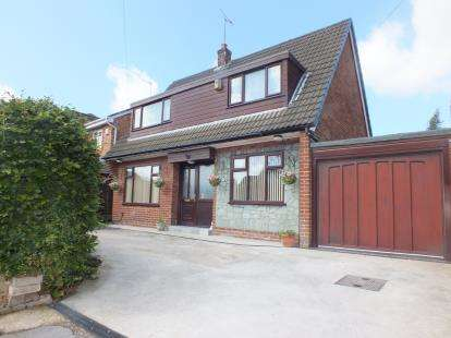 5 Bedrooms Detached House for sale in Royal Avenue, Leyland