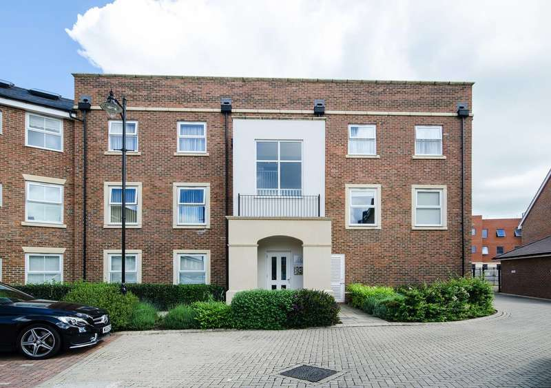 2 Bedrooms Flat for sale in Summer Gardens, West Ruislip, UB10