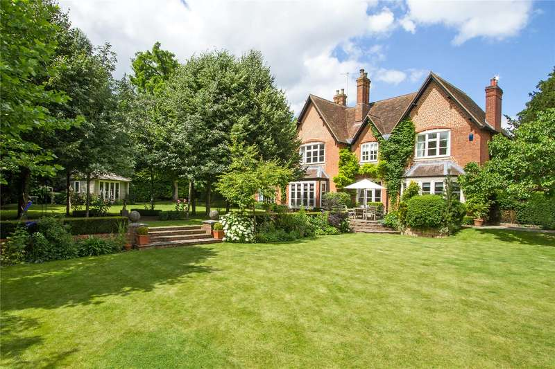 5 Bedrooms Detached House for sale in Alton Road, South Warnborough, Hook, Hampshire, RG29