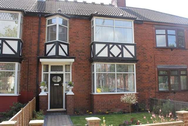3 Bedrooms Terraced House for sale in 1079 Hessle Road, Hull HU4 6SB. Very nicely presented three-bedroom mid terrace.