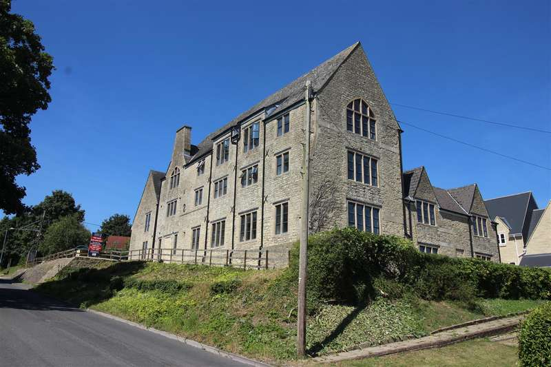 2 Bedrooms Property for sale in 17 Old Court, Royal Wootton Bassett