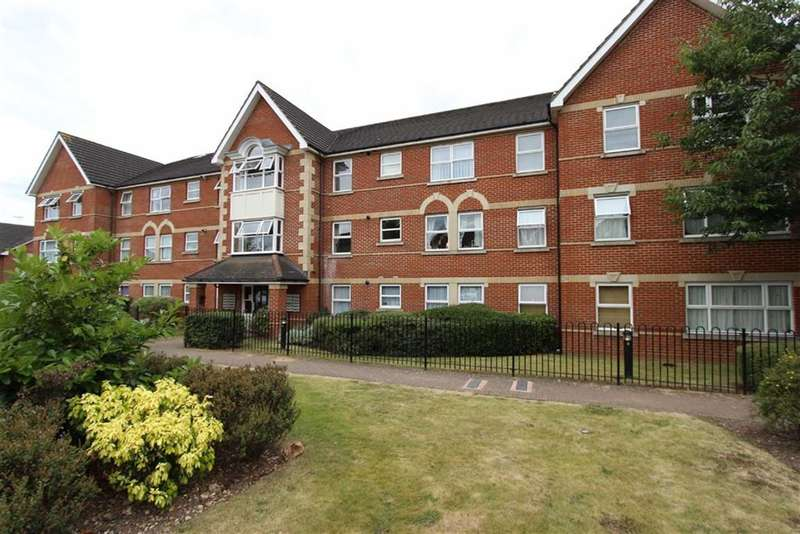 2 Bedrooms Flat for sale in Cobham Close, Enfield, Middlesex