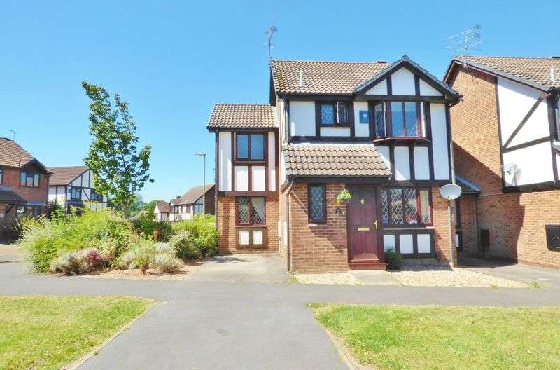 4 Bedrooms Detached House for sale in Ryves Avenue, Yateley