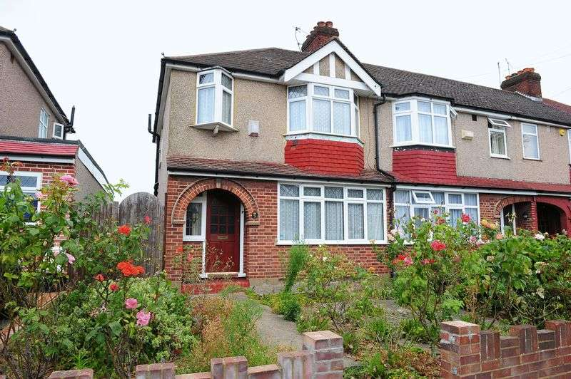 3 Bedrooms House for sale in Royal Crescent, Ruislip