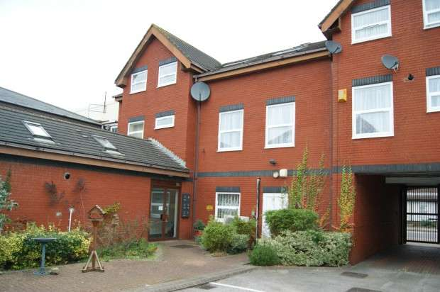 1 Bedroom Flat for sale in Hamilton Court Cowbridge Road East, Cardiff, CF5