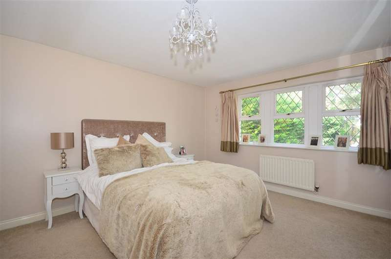 4 Bedrooms Detached House for sale in Leatherhead Road, Leatherhead, Surrey