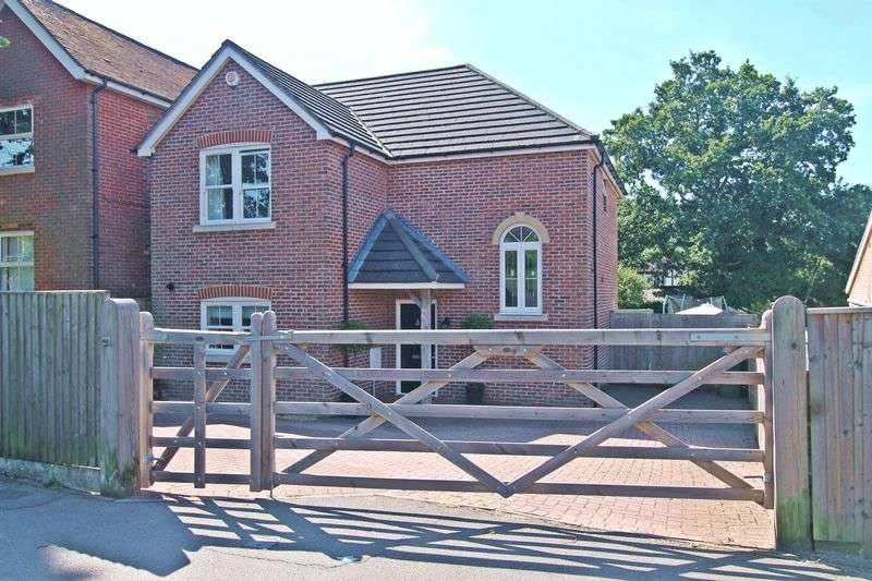 4 Bedrooms Detached House for sale in Church Road, Locks Heath