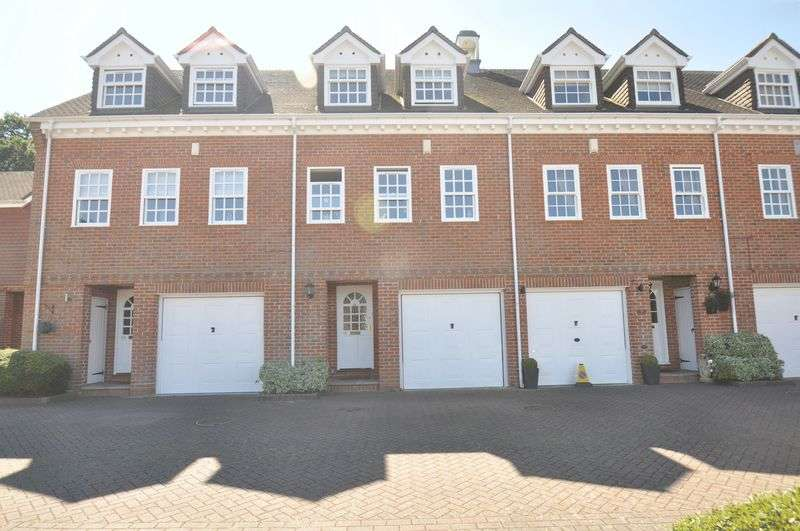 4 Bedrooms Terraced House for sale in Calcott Park, Yateley