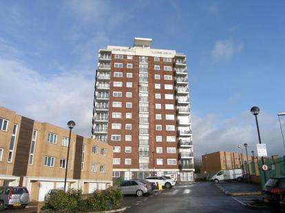 1 Bedroom Flat for sale in Lakeside Rise, Blackley, Manchester